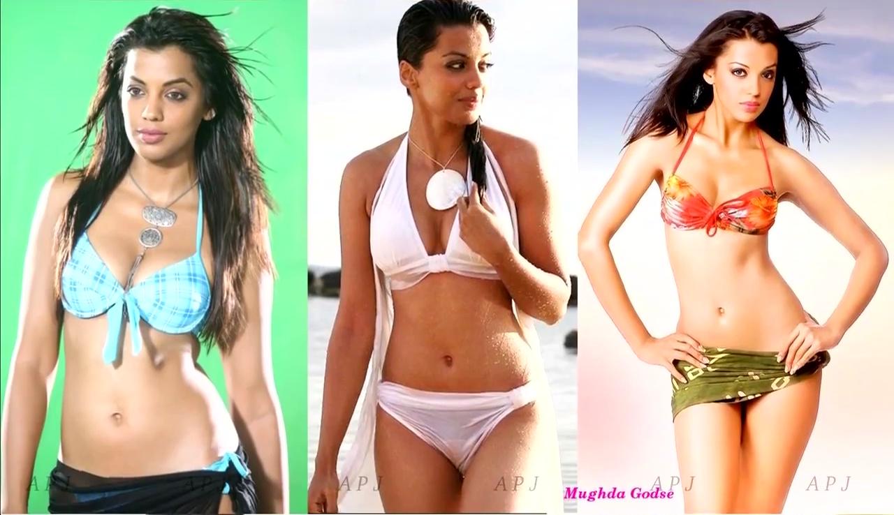 Mughda godse Bollywood Actress Hot Bikini Photo 24