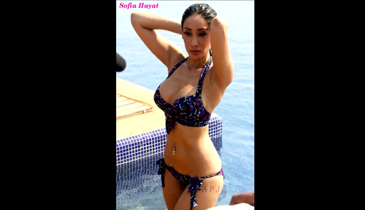 Sofiya hayat Bollywood Actress Hot Bikini Pic 44