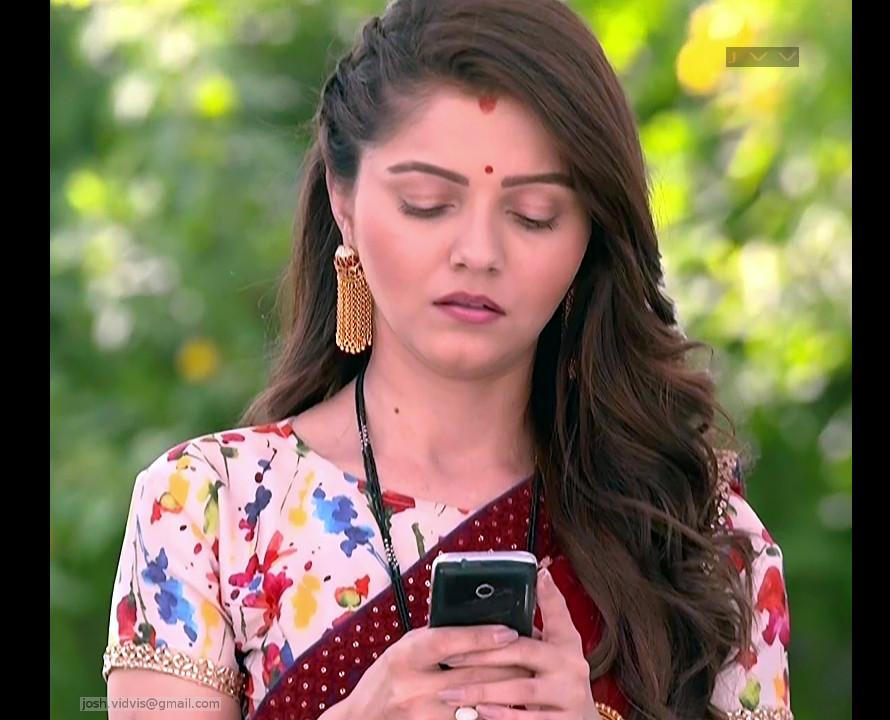 Rubina Dilaik_Hindi TV Actress_06_Hot Saree Pics