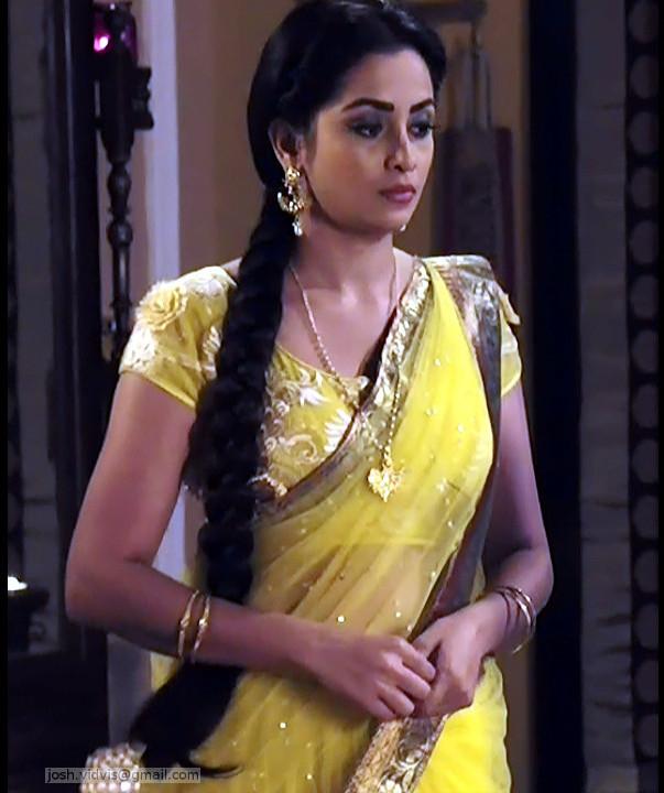 Madhura Naik_Hindi TV actress_05_Hot saree Pics