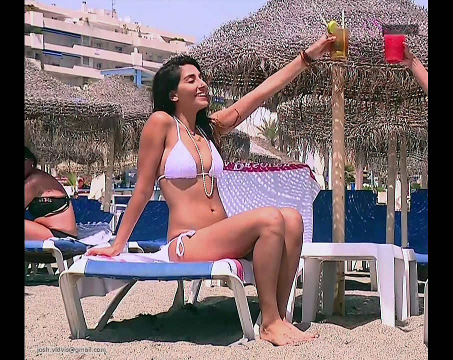 Monica Dogra_TV game show_03_Hot bikini photo