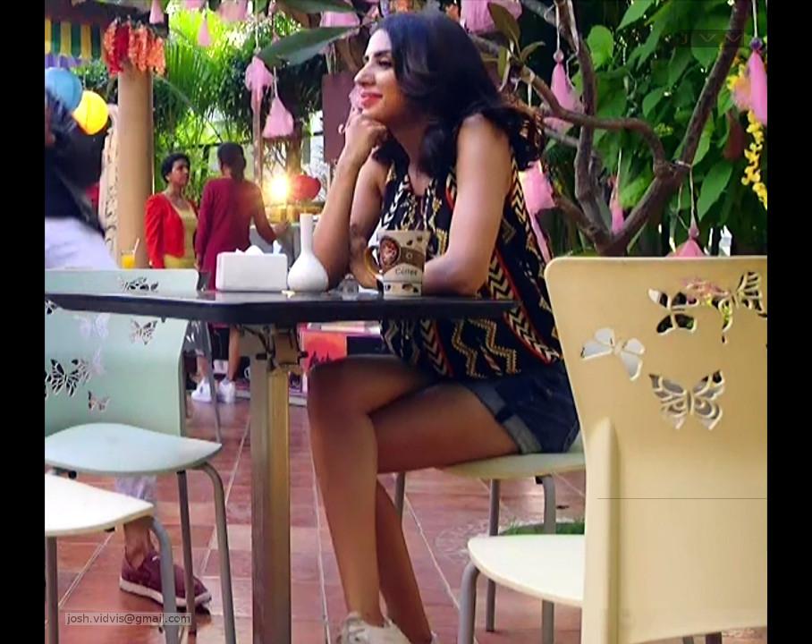 Swati Kapoor_03_Hot Mini shorts pics