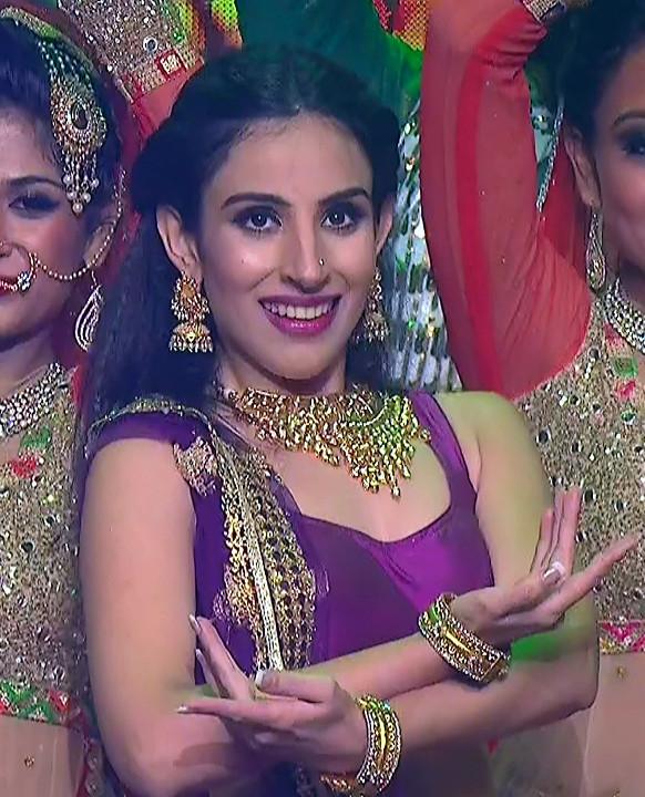 Simran Kaur_Hindi TV Actress_11_Dance Performance hot pics