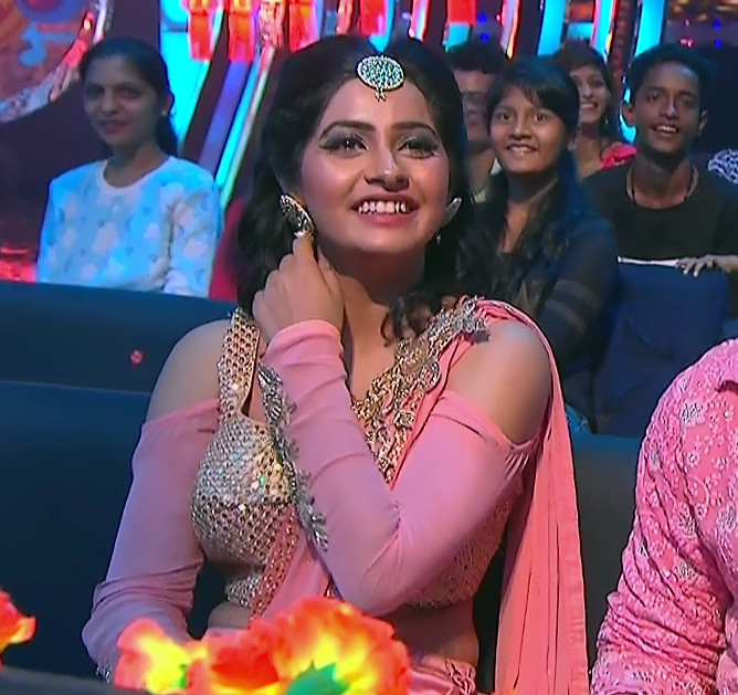 Yukti Kapoor_Hindi TV Actress_101_Lehenga Choli dance Pics