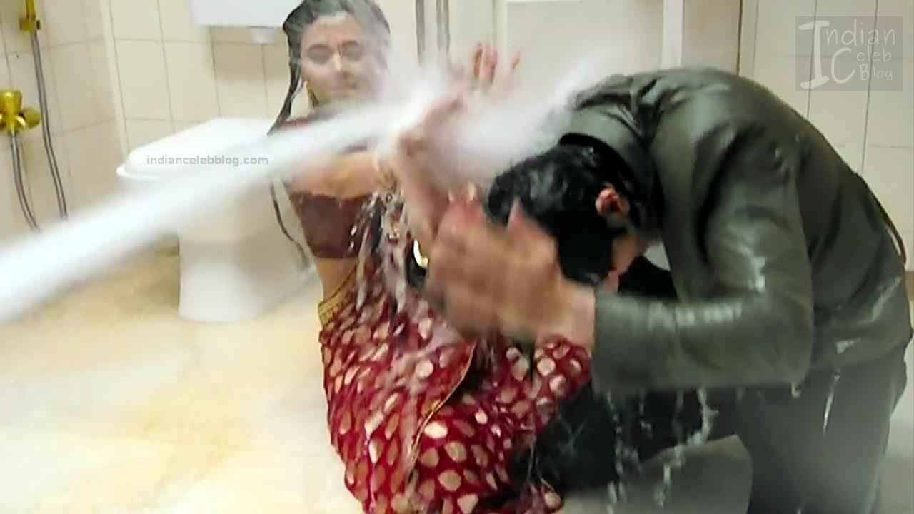 Tejaswi Prakash hot saree pics_RishtaLHN S2_5