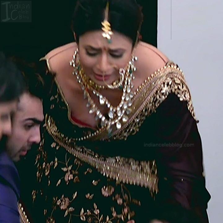 Divyanka Tripathi_Hindi TV Actress YehHM S2_15_Sari Photos