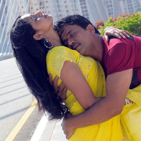 Arjun, Hema in Dalapathi Movie Hot Stills