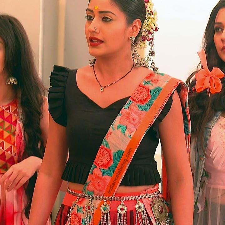 Surbhi Chandna_Hindi serial actress IB-S2_15_Hot navel pics