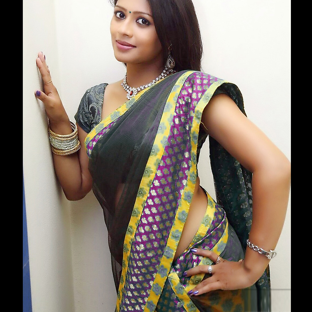 Anusri Telugu TV Actress Saree Photoshoot_5