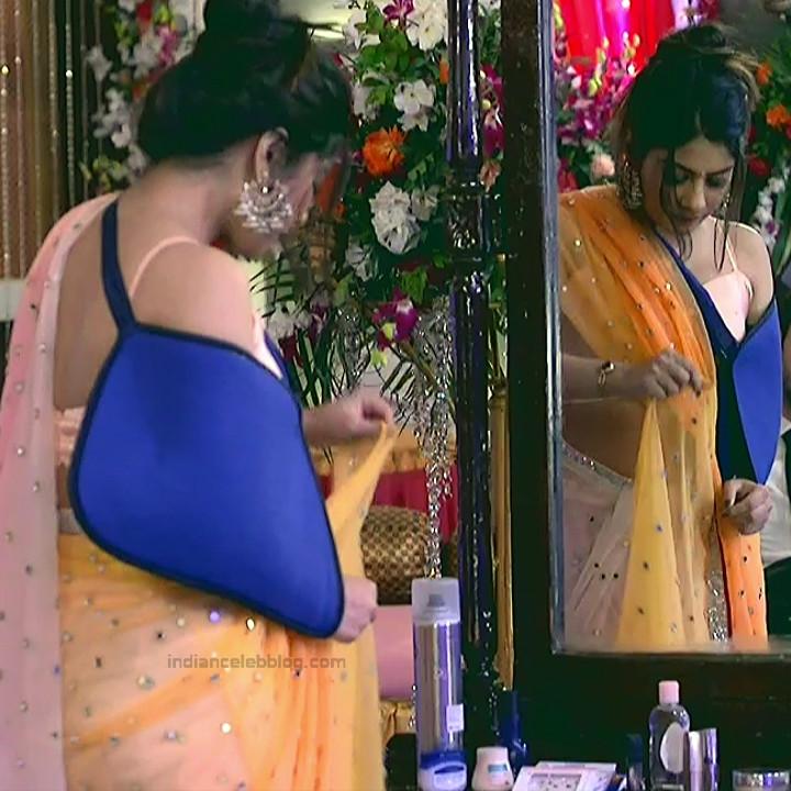 Krishna Mukherjee Hindi TV Actress YehHM S1 11 Hot saree photos