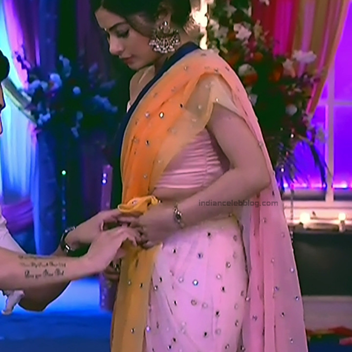 Krishna Mukherjee Hindi TV Actress YehHM S1 14 Hot saree photos