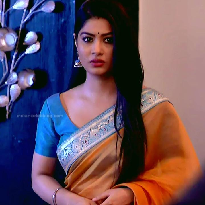 Krishna Mukherjee Hindi TV Actress YehHM S1 3 Hot saree photos