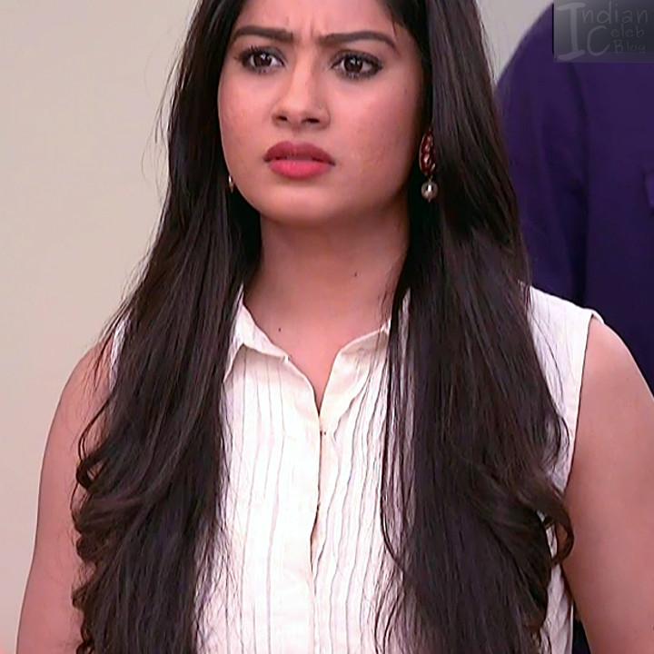Krishna Mukherjee Hindi TV Actress YehHM S1 5 Hot saree photos