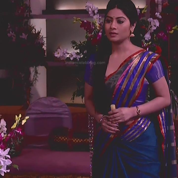 Krishna Mukherjee Hindi TV Actress YehHM S1 8 Hot saree photos