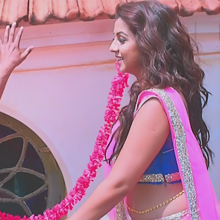 Nikki Galrani Tamil actress kalakalappu movie photos S1 11