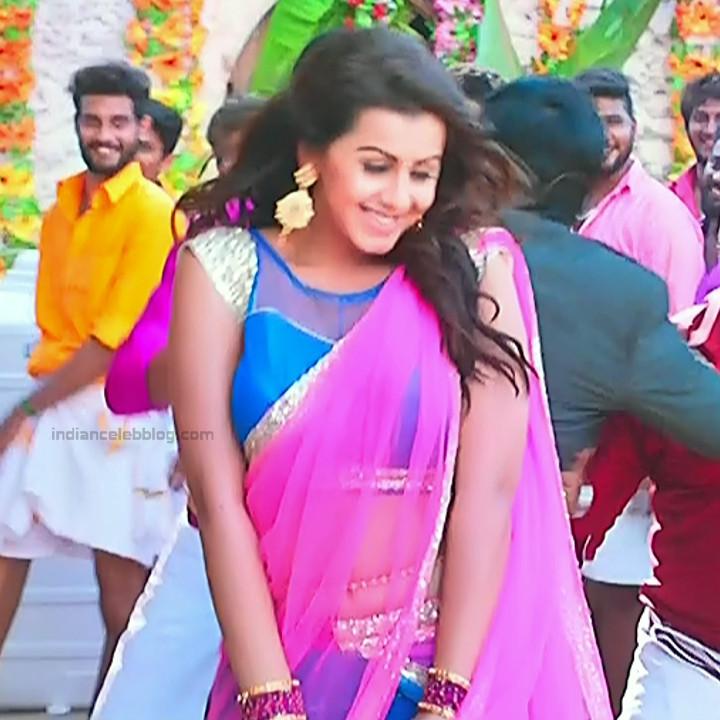 Nikki Galrani Tamil actress kalakalappu movie photos S1 7