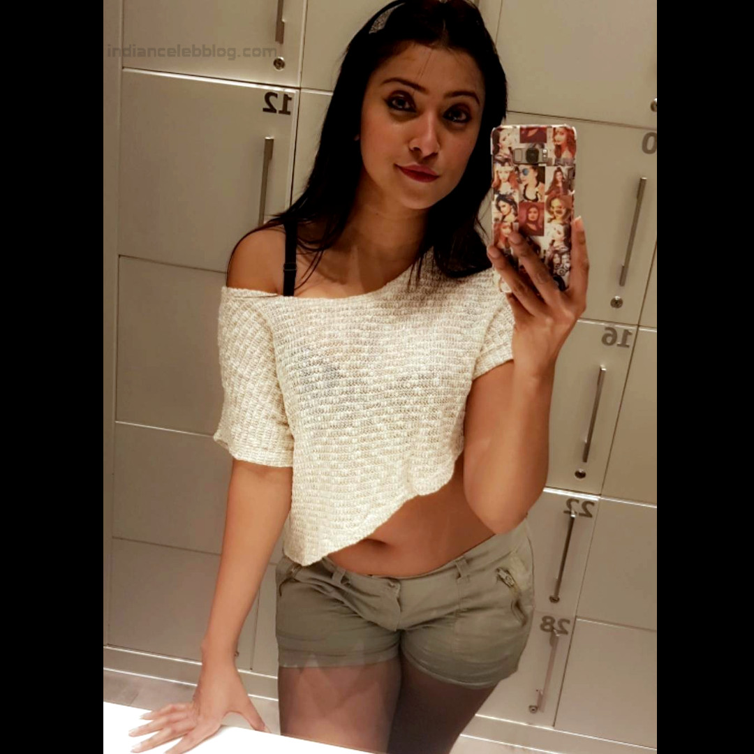 Aleeza Khan 009 Hindi TV Actress hot shorts croptop pic