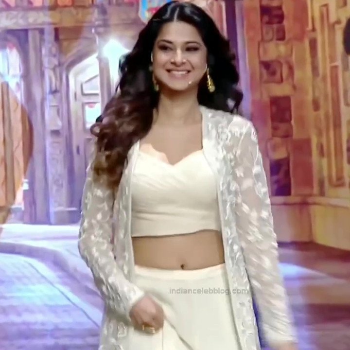 Jennifer Winget Hindi TV Actress YTDS1 9 Hot navel show pics