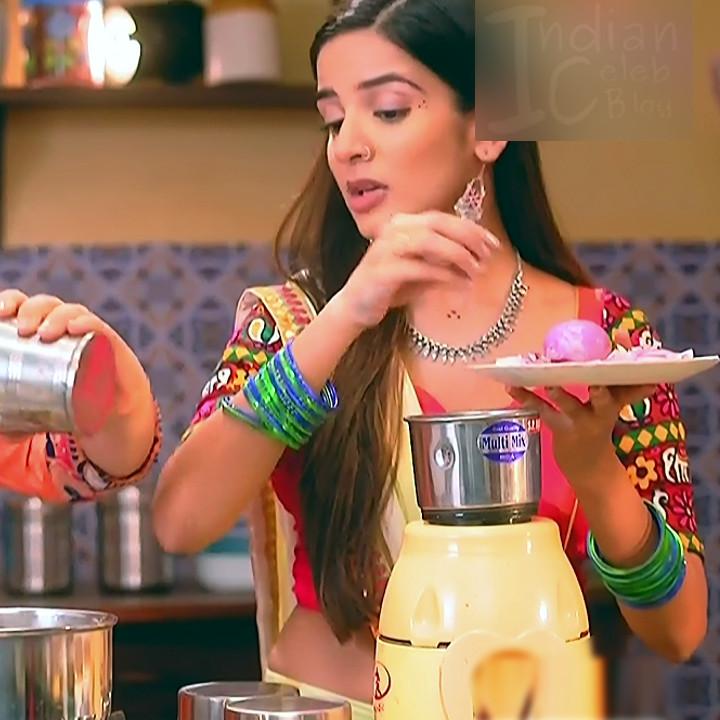 Nikki Sharma Hindi serial actress Roop MKNSS1 9 hot lehenga pics