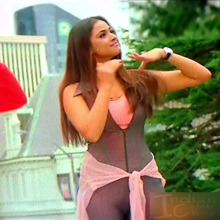 Simran Arjun Ezhumalai Tamil movie Stills S1 10 hot photo