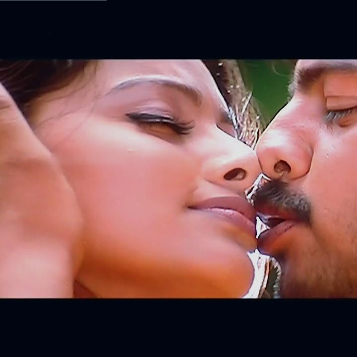 Sneha Tamil film actress S1 7 April maadhathil movie stills