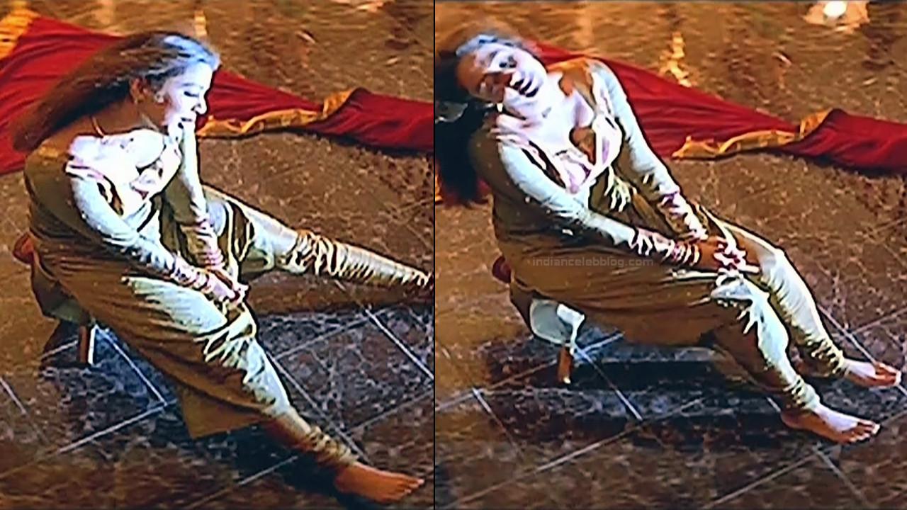 Jothika Tamil actress Poovellam un vasam S1 4 hot caps