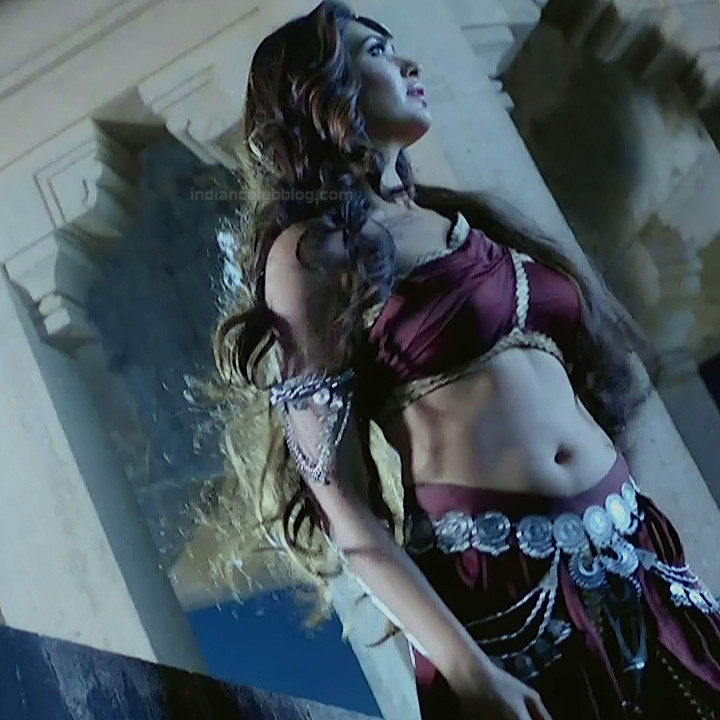 Karishma Tanna Hindi TV actress Naagin 3S1 2 hot photo