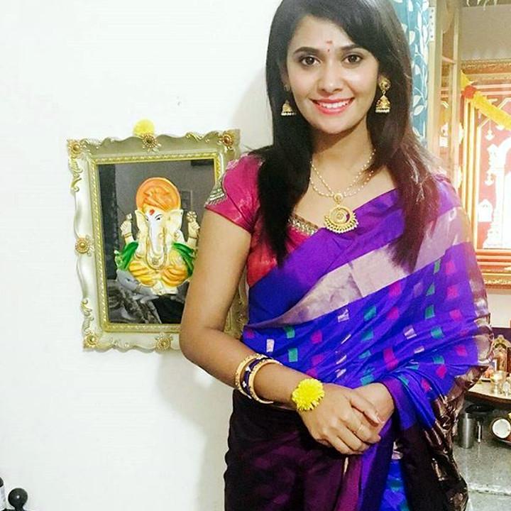 Kavya Gowda Kannada TV actress 2 hot saree photo