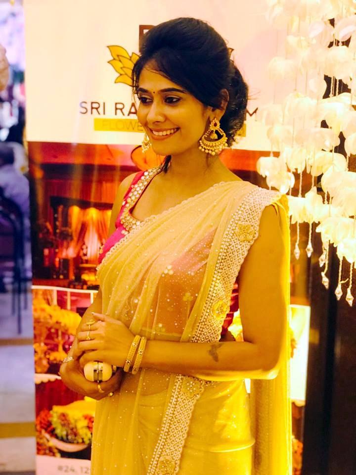 Kavya Gowda Kannada TV actress 5 hot saree pics