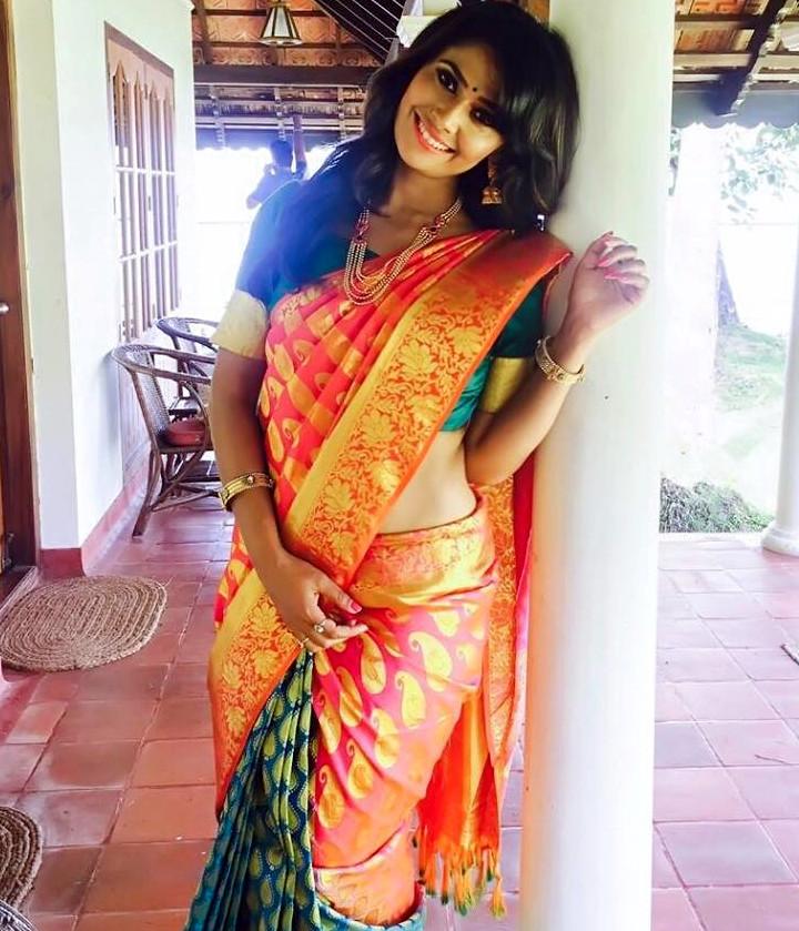 Kavya Gowda Kannada TV actress 6 hot saree pics
