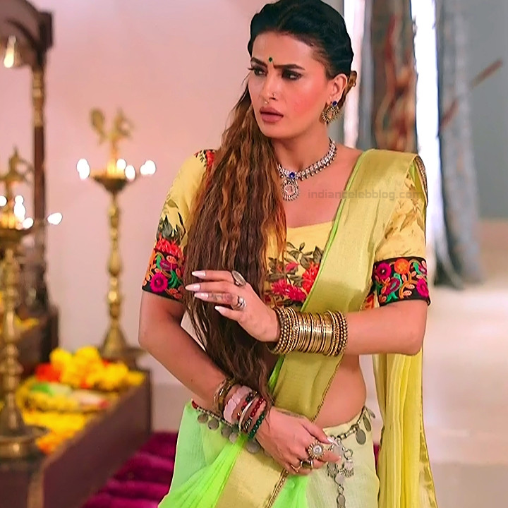 Pavitra punia hindi tv actress Naagin 3S1 7 hot saree photo