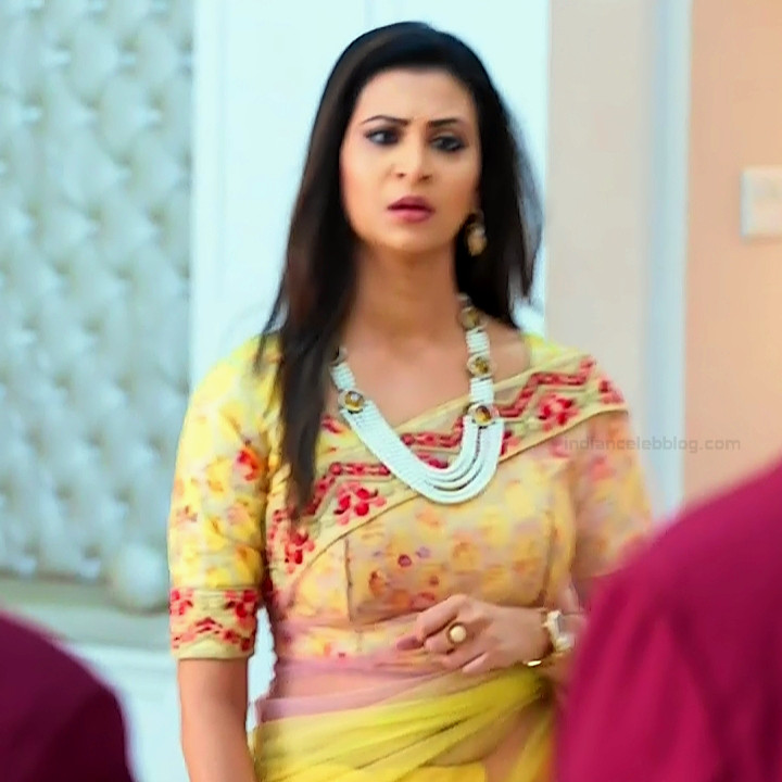 Parineeta borthakur hindi tv actress Bepannah S1 5 hot saree photo