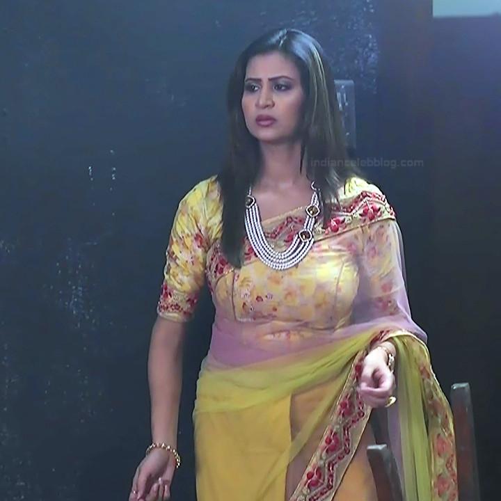 Parineeta borthakur hindi tv actress Bepannah S1 6 hot saree pics