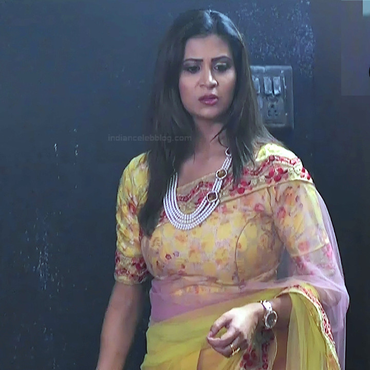 Parineeta borthakur hindi tv actress Bepannah S1 7 hot saree photo